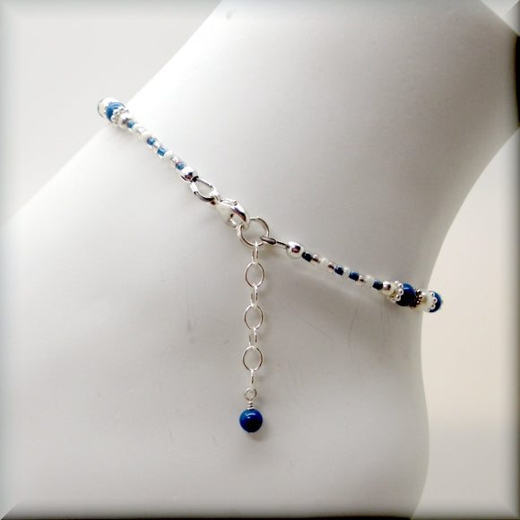 Adjustable pearl anklet with blue and white Swarovski pearls