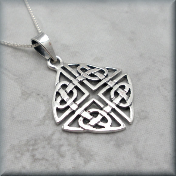 Square Shield Knot Celtic Necklace - Endless Hearts Bonny Jewelry
