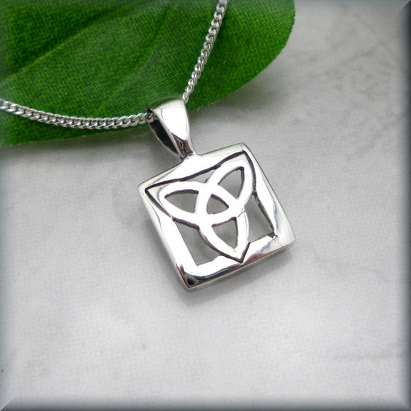 Trinity Knot Necklace - Celtic Triquetra
