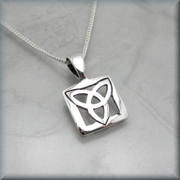 Trinity Knot Necklace - Celtic Triquetra Bonny Jewelry