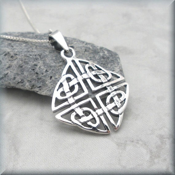 Square Shield Knot Celtic Necklace - Endless Hearts