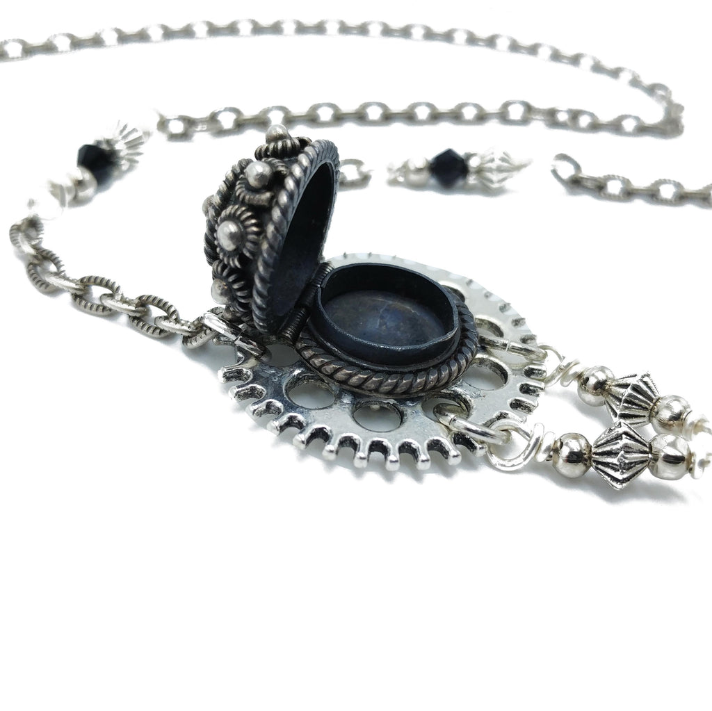 poison gear necklace