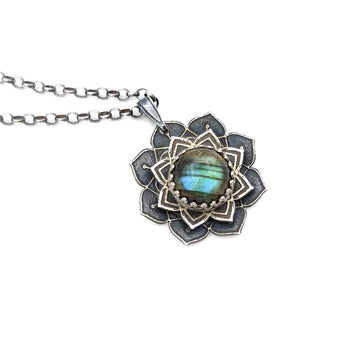 spinning sterling mandala necklace with labradorite