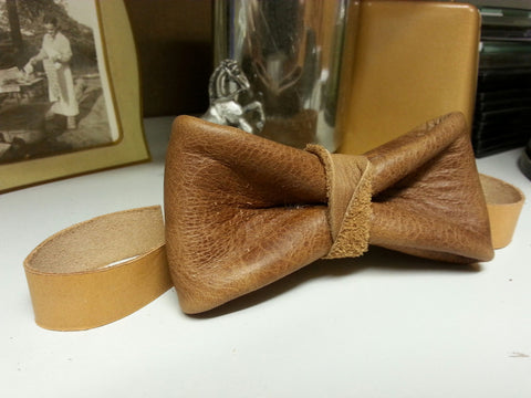 Western Saddle Brown Leather Bow Tie