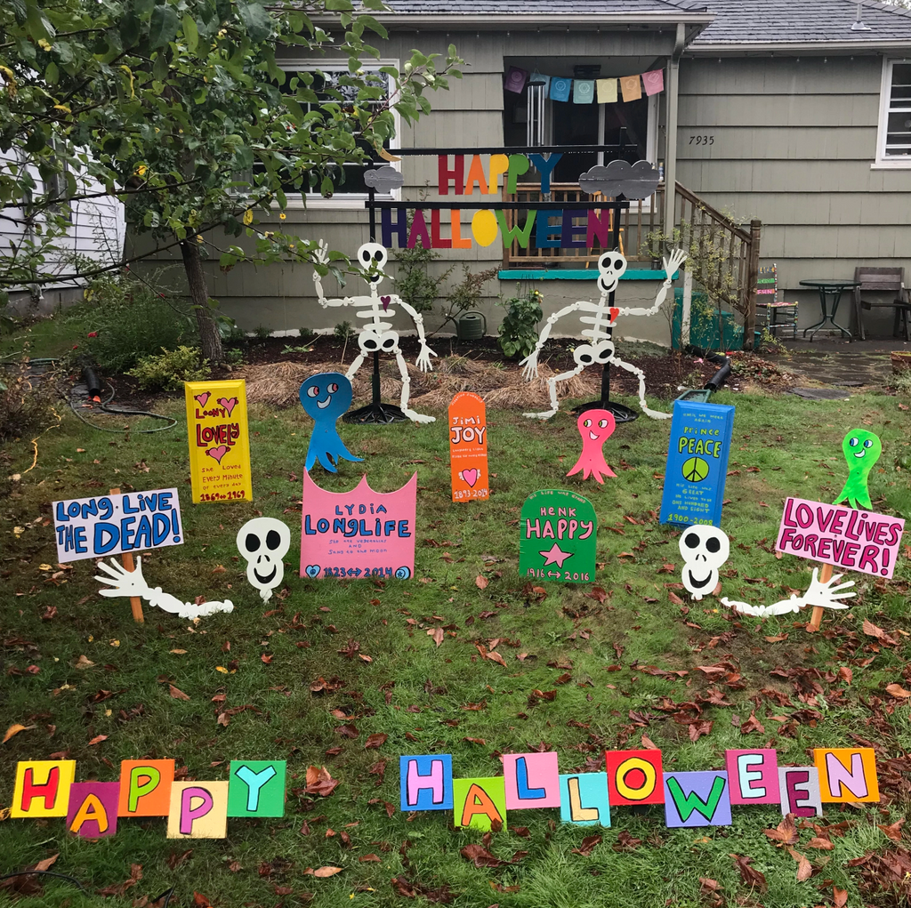 Funny homemade Halloween yard display