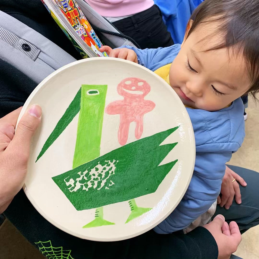 Cute baby plate by Kentaro Okawara