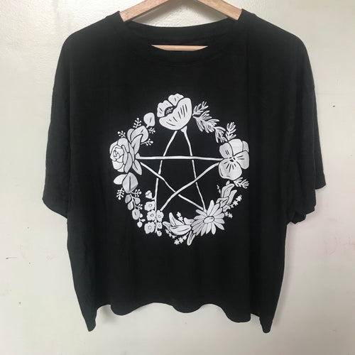 Floral Pentagram Boxy Cropped Plus Size T-Shirt