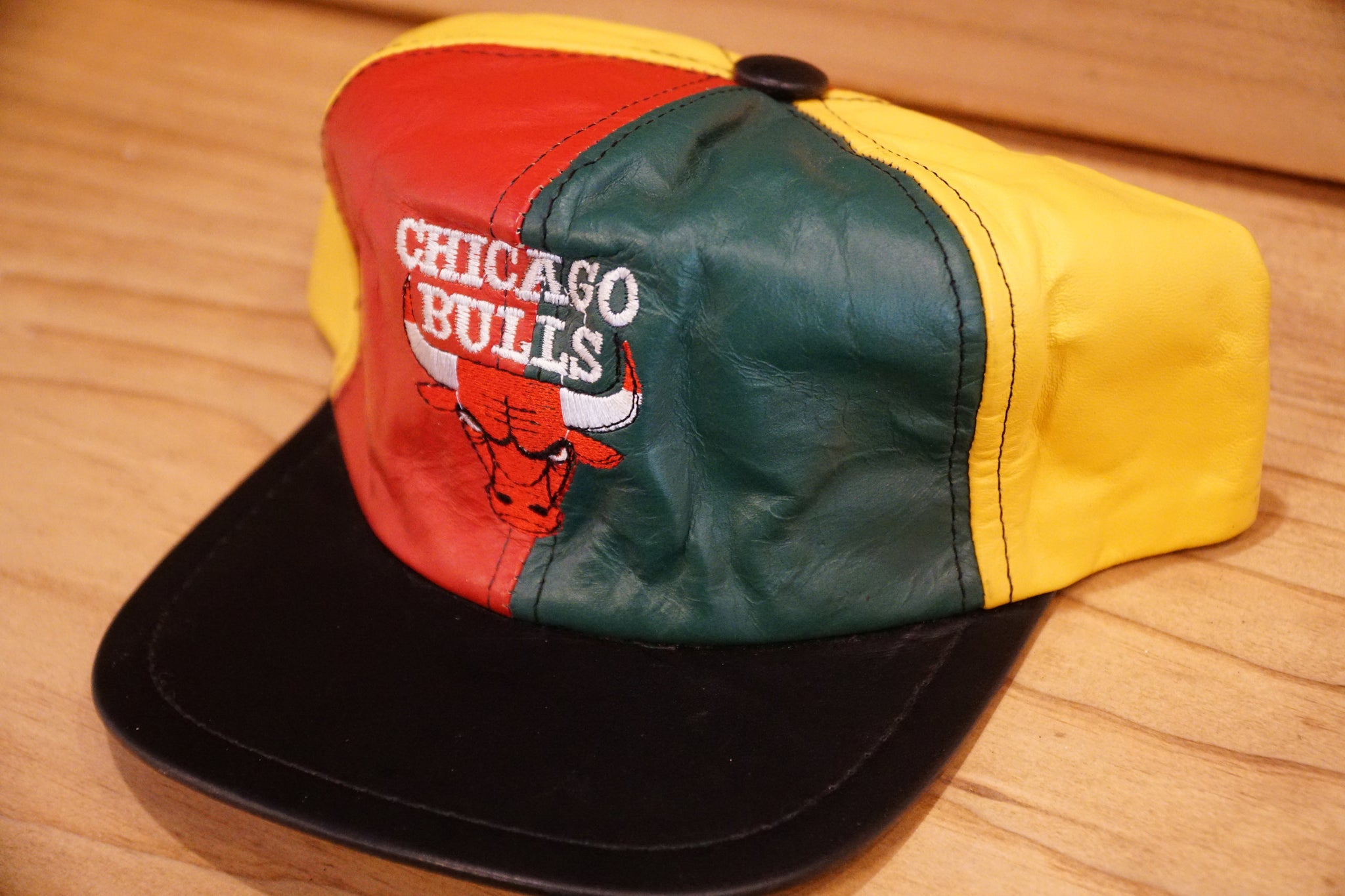 LEATHER COLOR BLOCK CHICAGO BULLS SNAPBACK