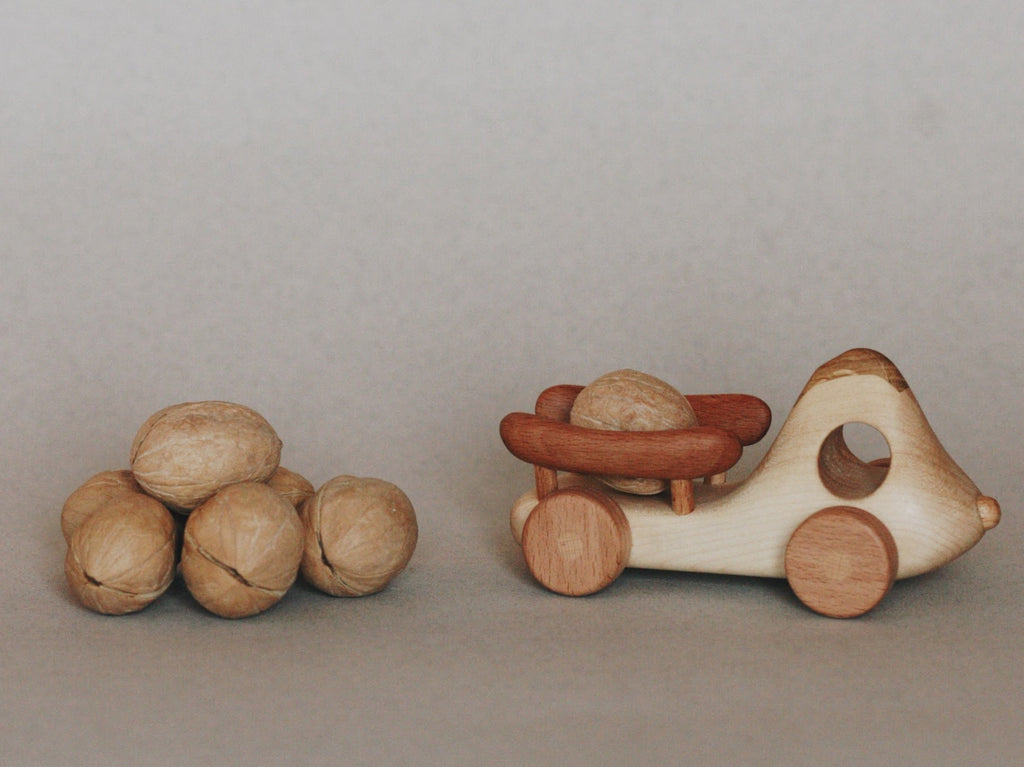 wooden truck toy by Tatepolota