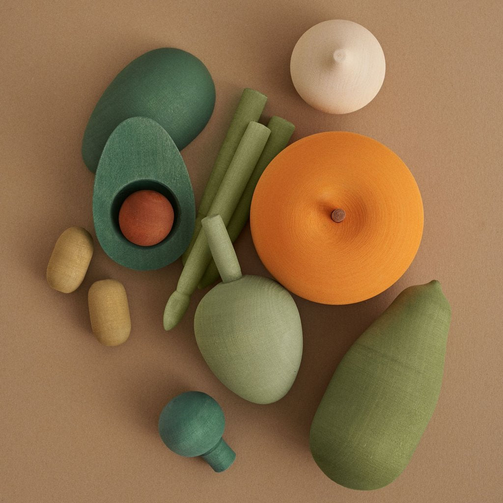 Wooden vegetable set  by Raduga Grez