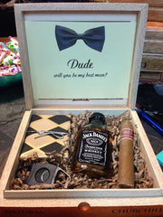 Engraved Groomsmen or bridesmaid box - Knot and Nest Designs
