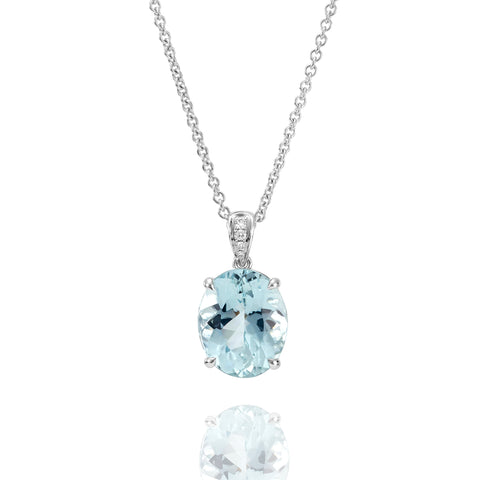 Oval shape Aquamarine and diamond pendant