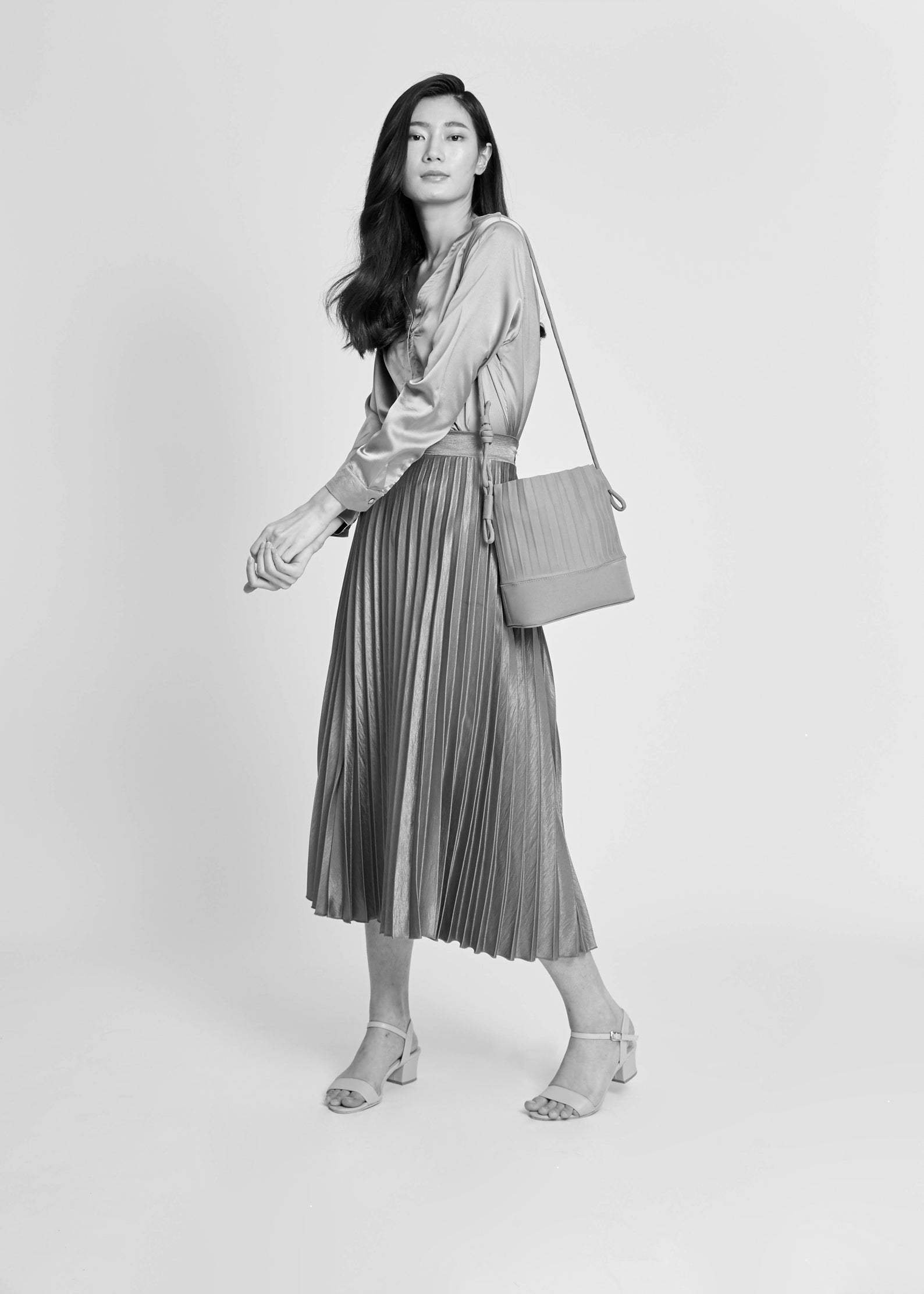 aPaddy (Pitcher) | Bucket bag in White