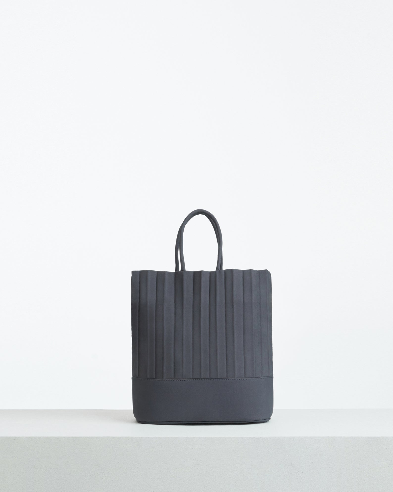 aPacklet (Pitcher) | Handbag in Dark Grey