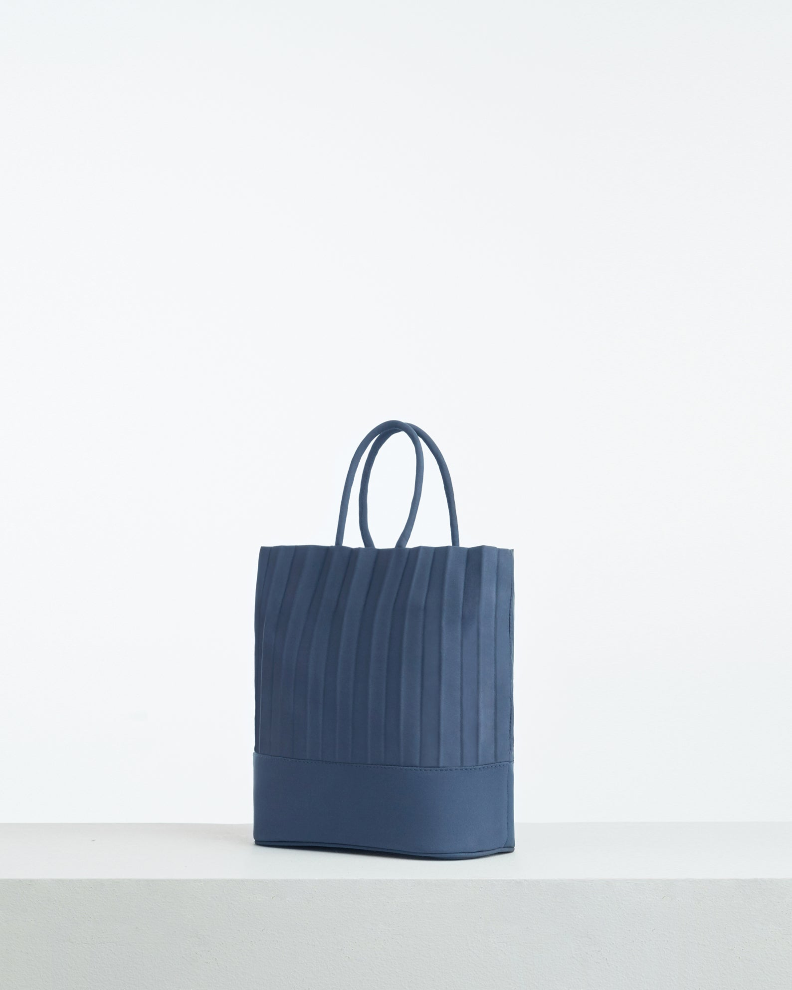 aPacklet (Pitcher) | Handbag in Marine Blue