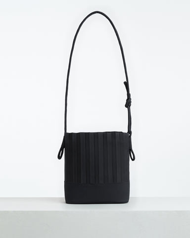 aPaddy (Pitcher) | Bucket bag in Black