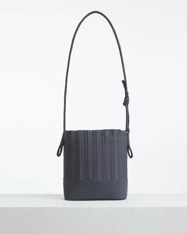 aPaddy (Pitcher) | Bucket bag in Dark Grey