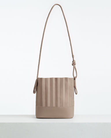 aPaddy (Pitcher) | Bucket bag in Light Grey