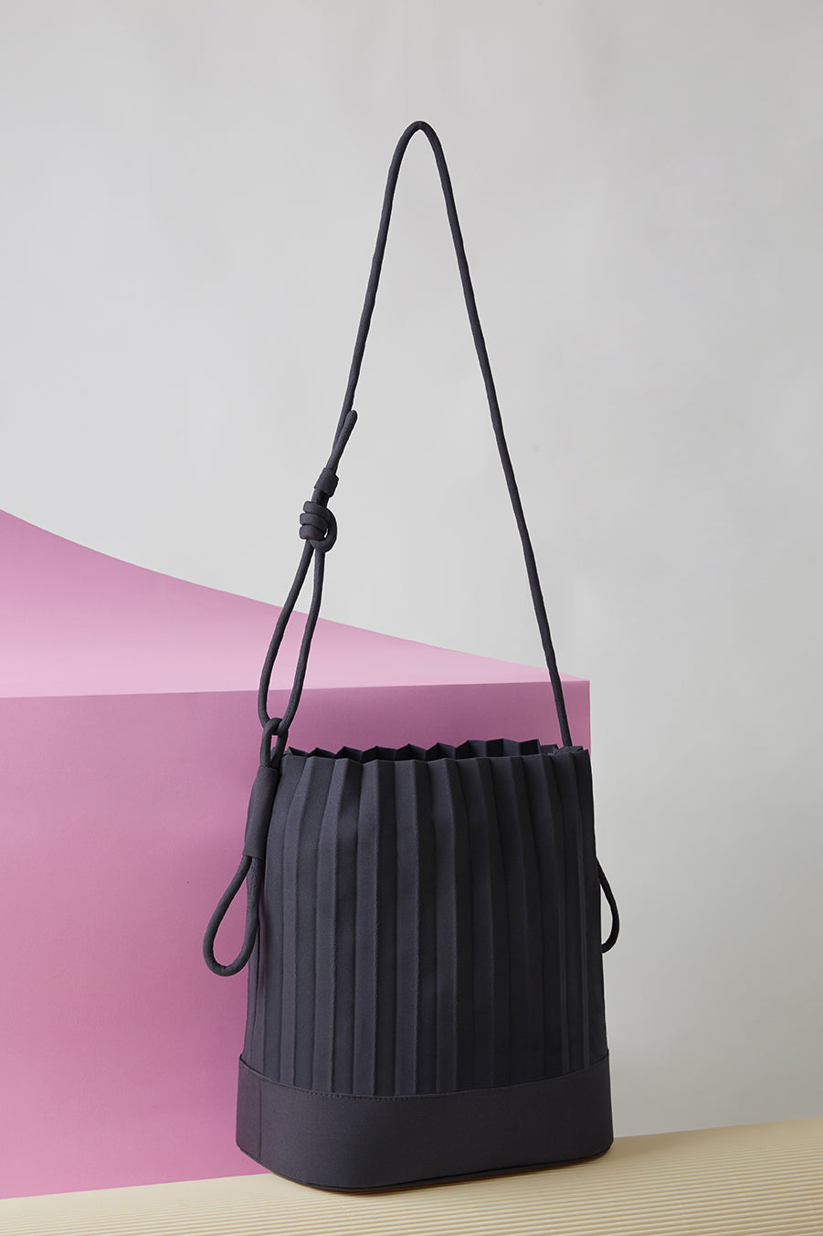 aPaddy | Bucket bag in Dark Grey