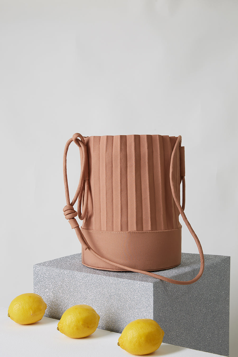 aPail | Bucket bag in Sand