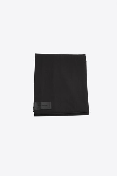 One <br> Flat sheet <br> Poplin <br> Black