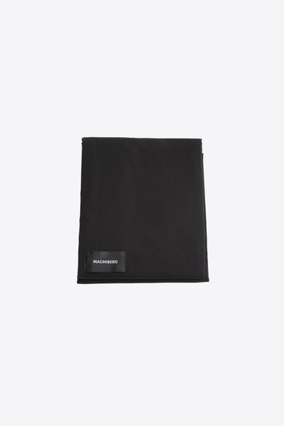 Raw <br> Flat sheet <br> Poplin <br> Black