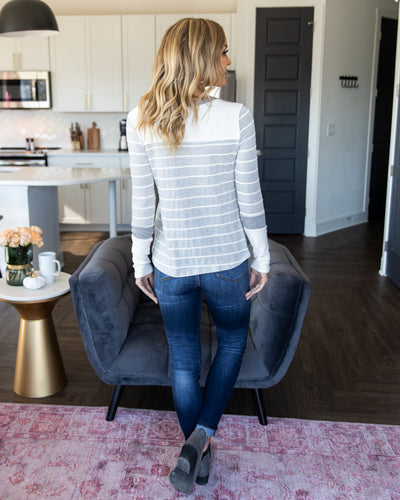 Simple Routine Top - Grey/Off White