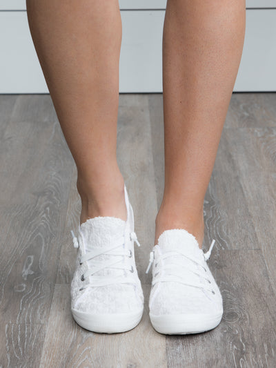 The Lindy Lace Sneaker - Off White
