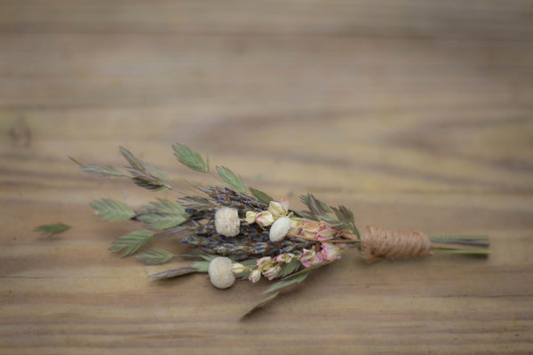 Maggie Dae Boutonniere - Pick a Bloom LLC