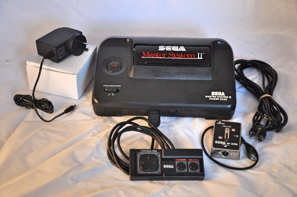 Console | Sega Master System II with Cables & Alex Kidd Game