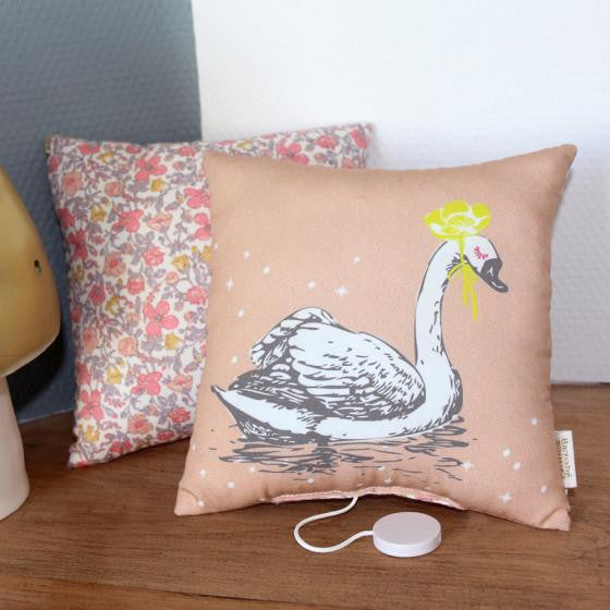 Musical Swan Pillow  'La vie en rose'