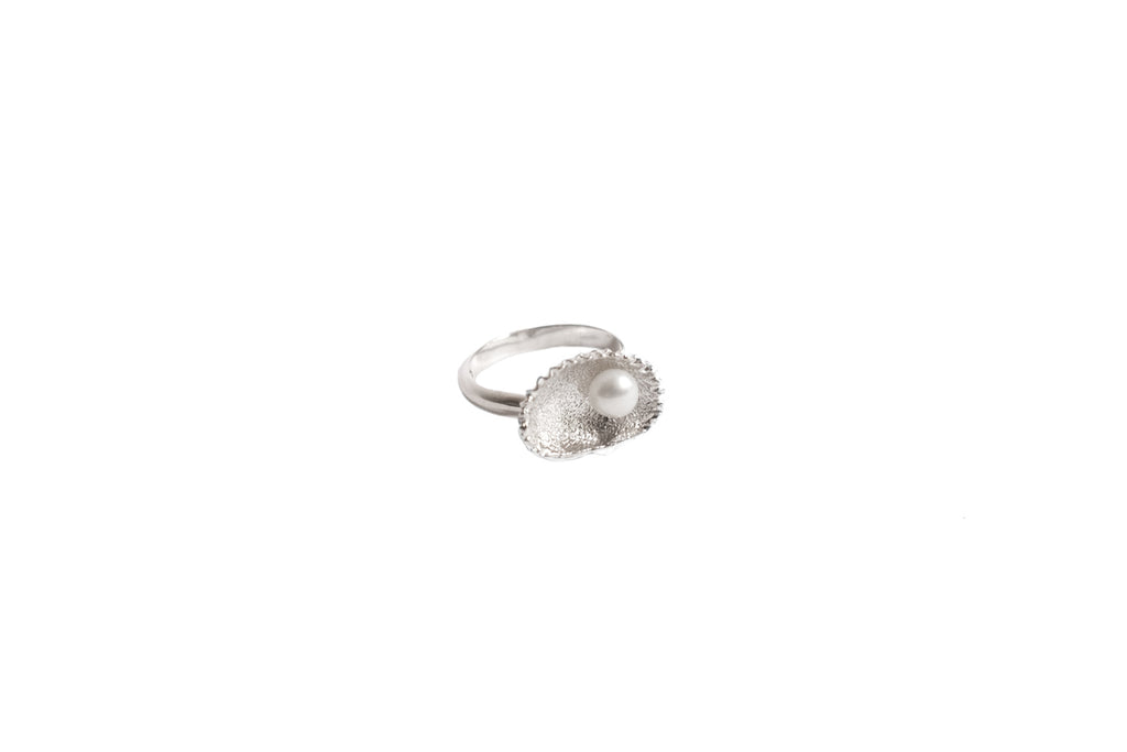 Aphrodite Clam Ring