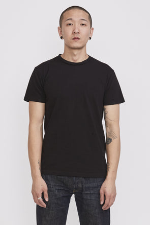 VELVA SHEEN Crew Plain Tee . Black - Maplestore