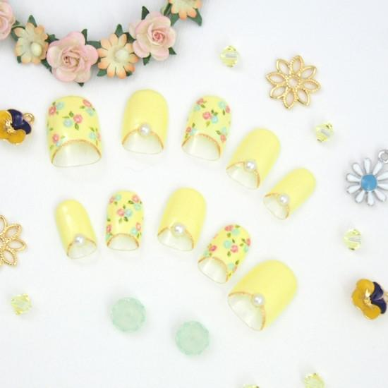 Creamy Yellow Delicate Flower Design Nail