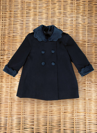 Classic coat with scallop collar