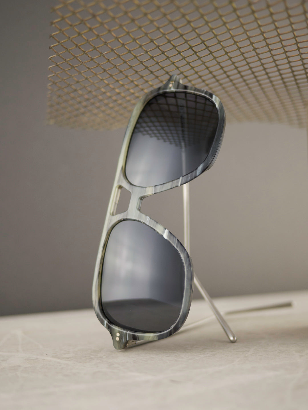Aviator Galalith sunglasses frame with polarised grey lenses