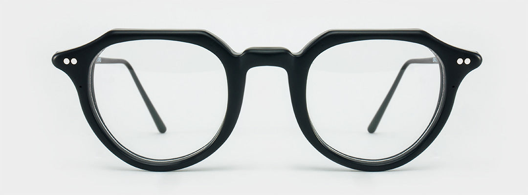 Black circle glasses with black arms
