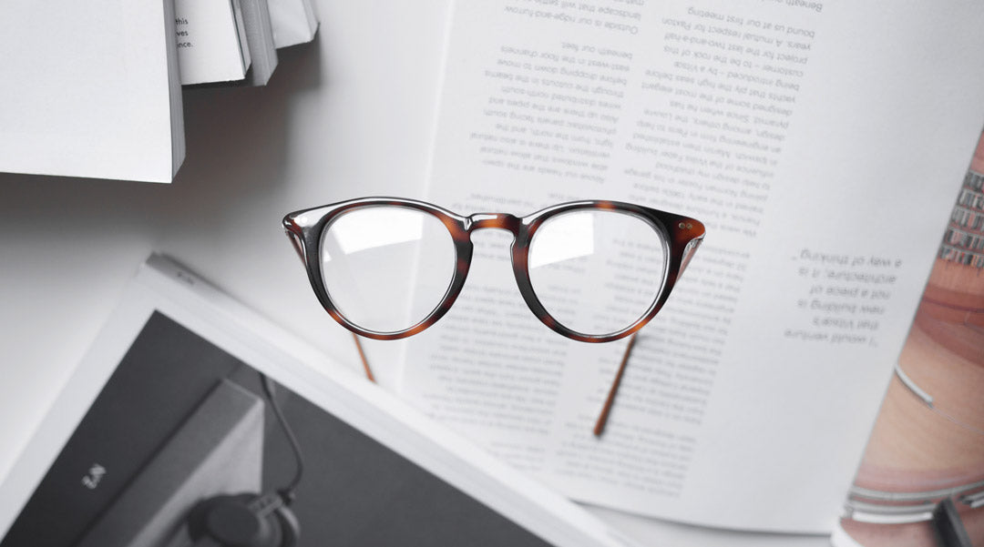 Circle tortoise glasses with reflections on lenses