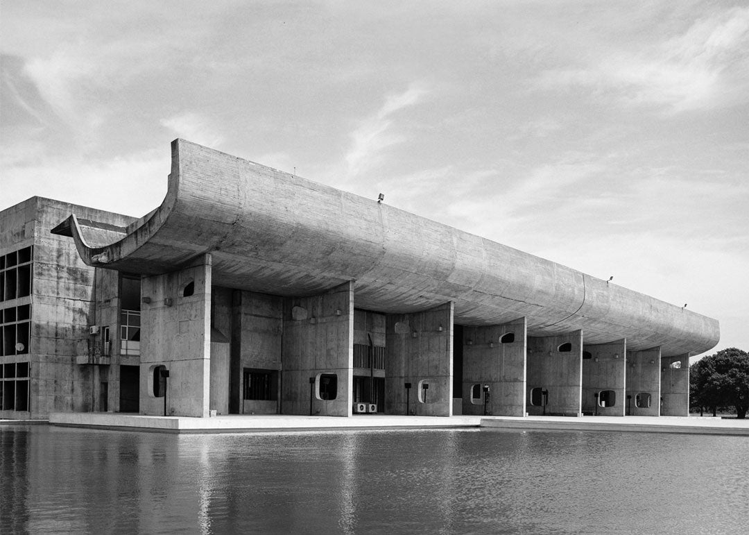 Greyscale image of Complexe Du Capitole building in Chandigarh India