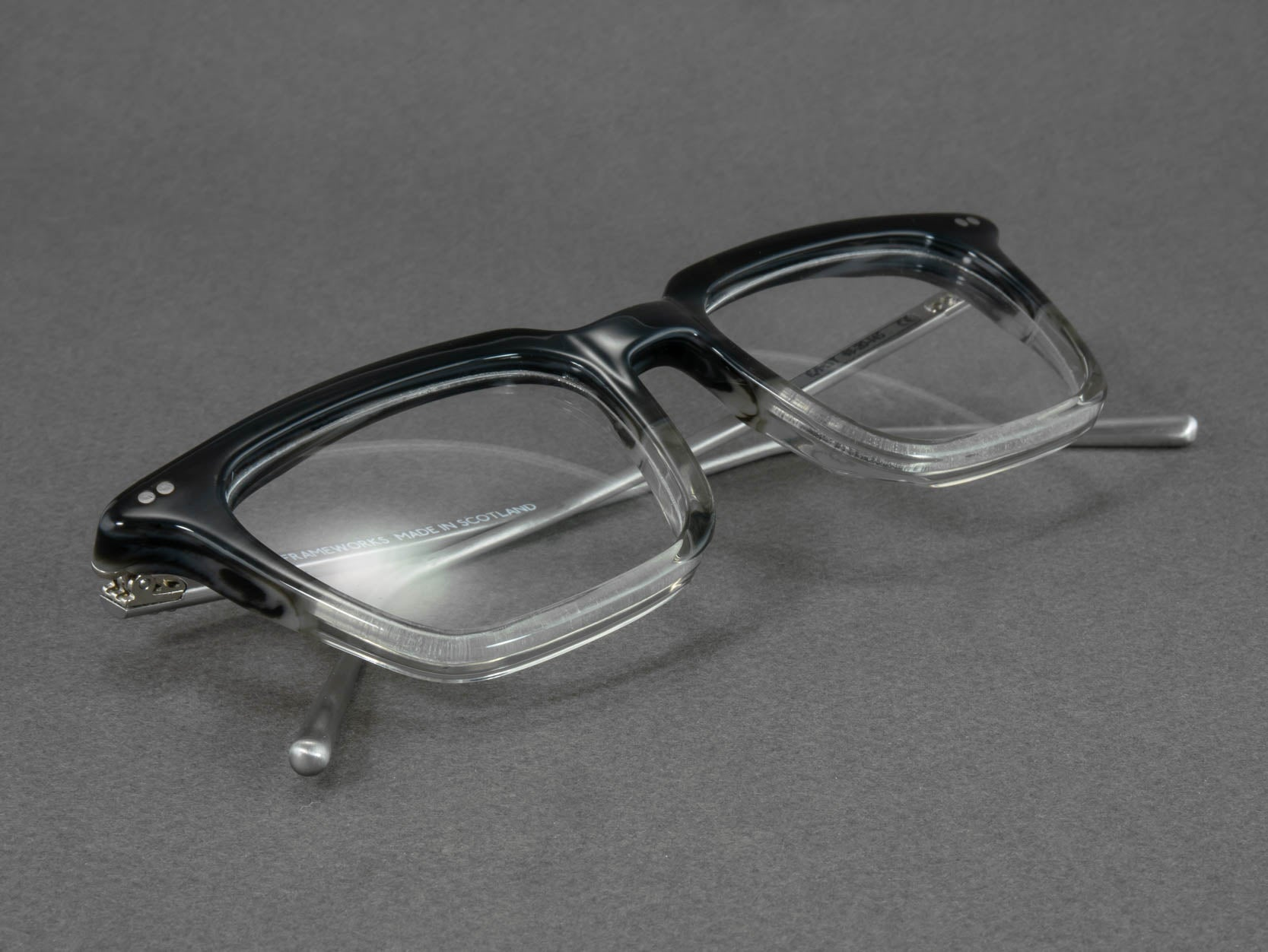 Optical glasses frame e mst close up