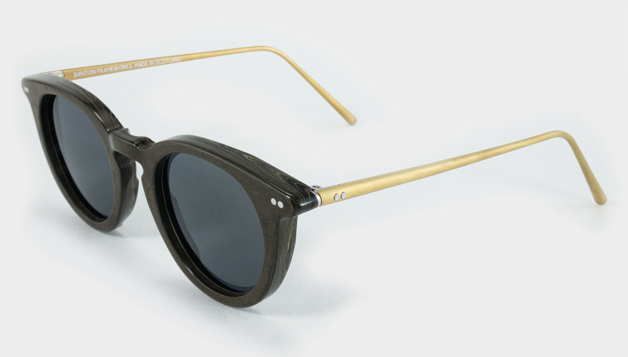 Round sunglasses made from ebonite side view