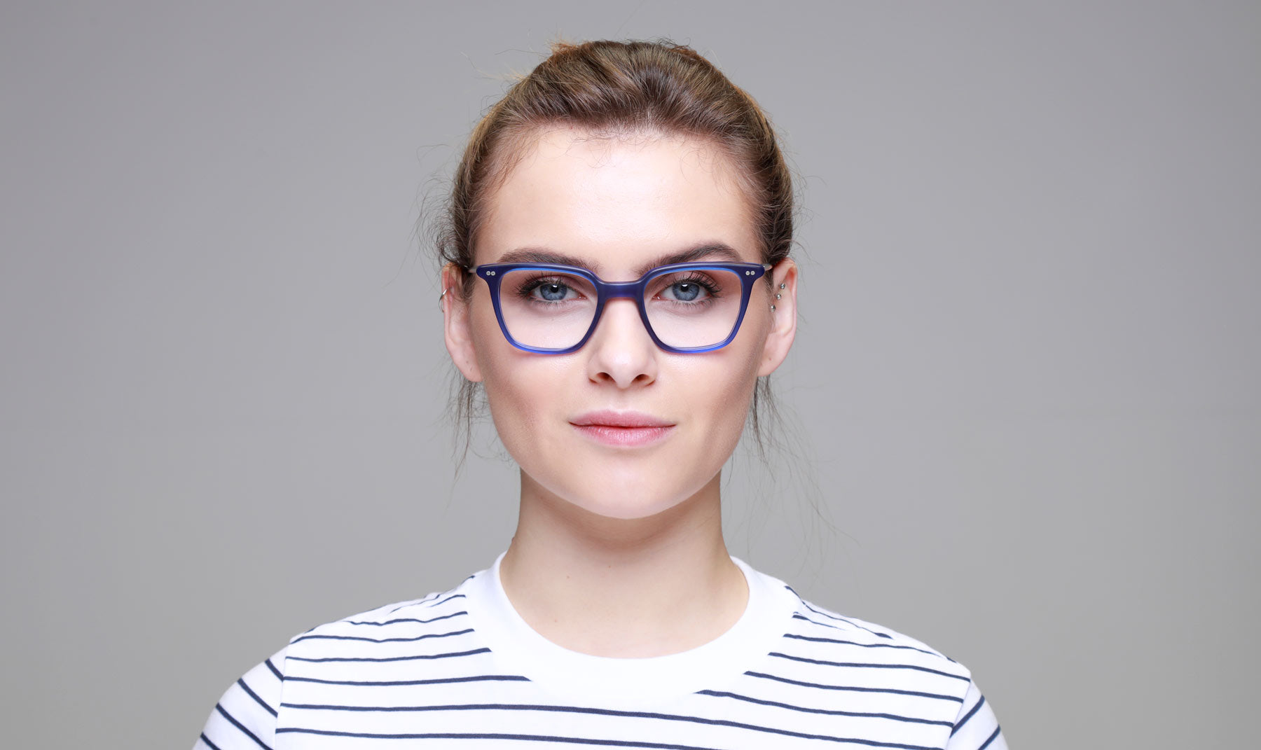 Woman-wearing-blue-glasses-frame