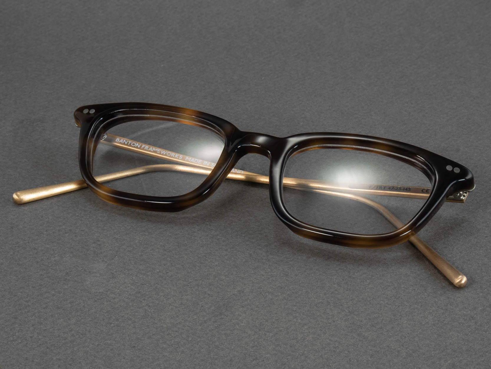 rectangular tortoise shell glasses frame folded