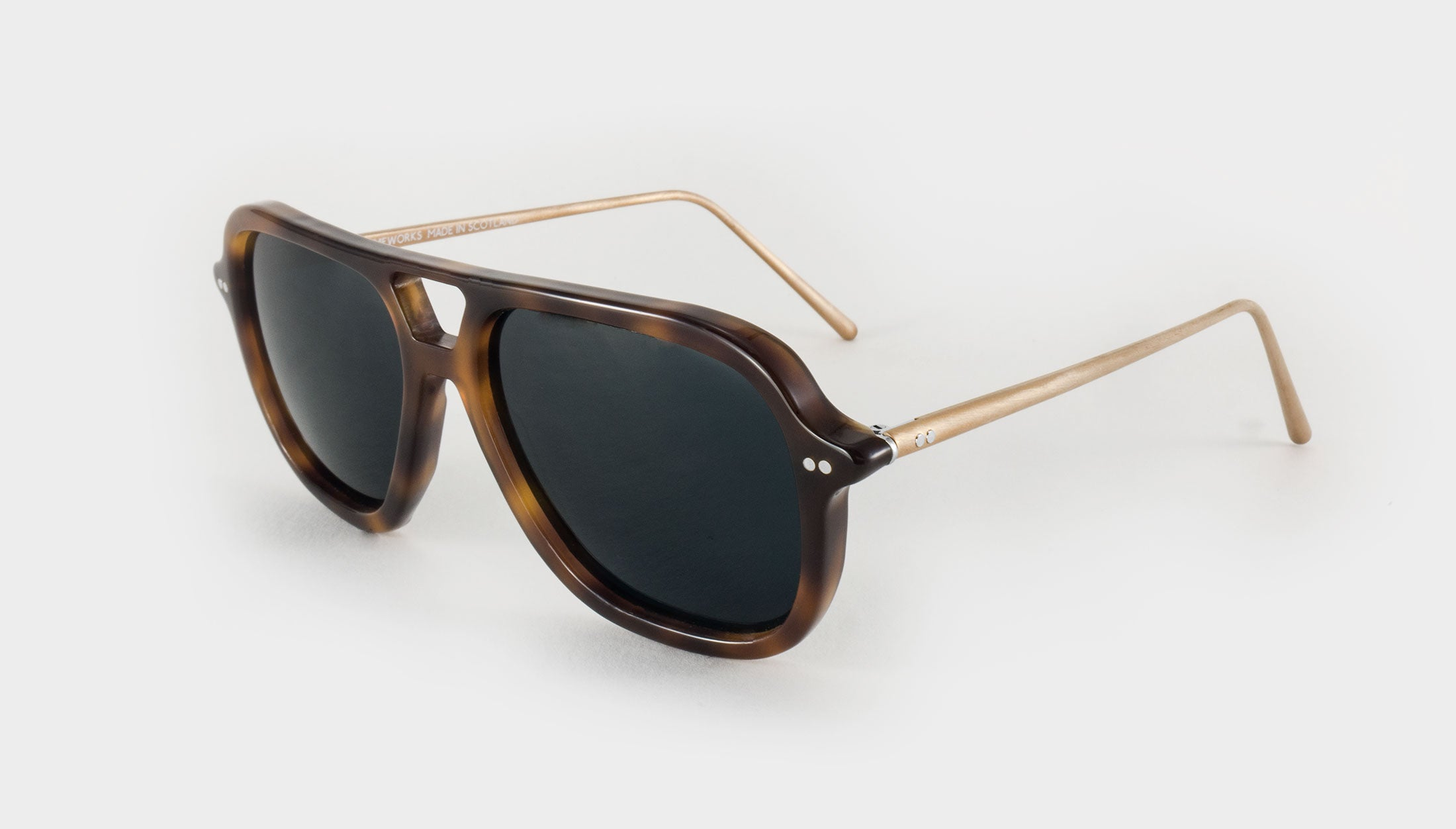 tortoise shell aviators side view