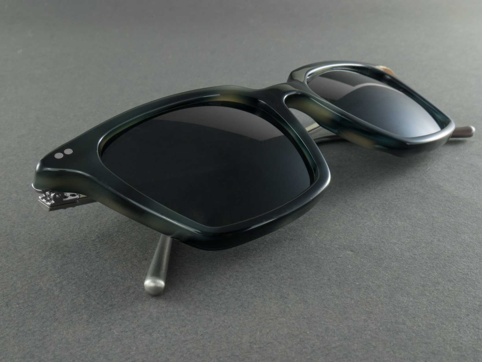 Square Polarised sunglasses Frame close up