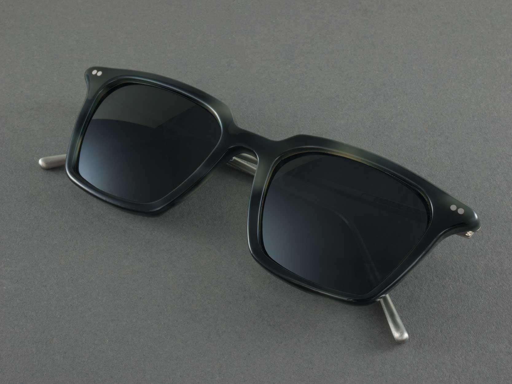 Square Polarised sunglasses Frame folded