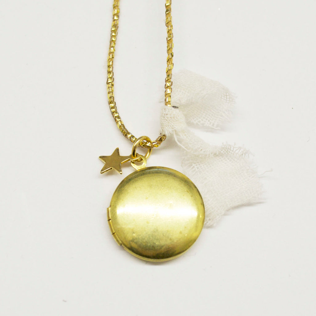 atsuyo et akiko golden locket necklace gold - kodomo boston. free shipping.