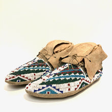 Load image into Gallery viewer, Vintage Plains Beaded Moccasins