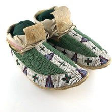 Load image into Gallery viewer, Vintage Sioux Moccasins