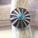 Vintage Button Ring Size: 5
